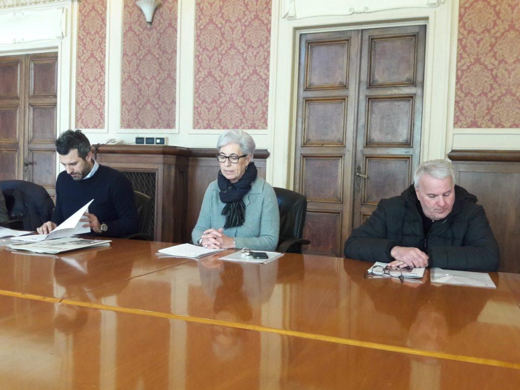 Da sin. Ivan Gardini, Store Manager IKEA Ancona; Emma Capogrossi, assessore alle Politiche Sociali; Remo Baldoni, rappresentante di Servizio di Strada onlus