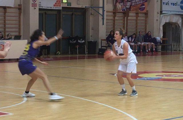 Un momento del match della Mycicero Senigallia Basket 2000 contro Gualdo
