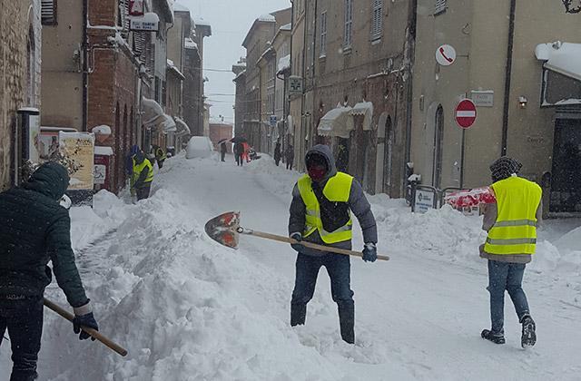 Spalatori in azione per la neve ad Arcevia