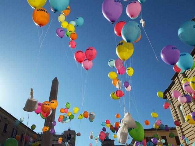 Il lancio dei palloncini della Pace