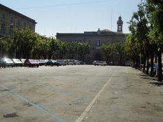 Piazza Garibaldi a Senigallia prima dell'intervento di restyling: un parcheggio