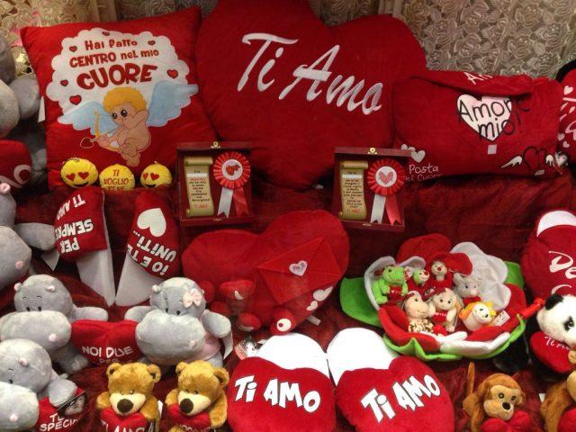 San Valentino, è tempo di regali. Dalle rose rosse all'acquisto di una stella vera