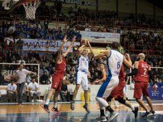 Valerio Marsili al tiro durante il match vinto dalla Ristopro Fabriano contro la Globo Campli (foto di Marco Teatini)