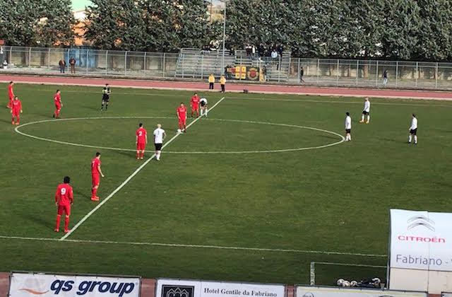 L'inizio del match tra Fabriano Cerreto e Recanatese