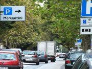 Viale della Vittoria a Jesi con il parcheggio Mercantini