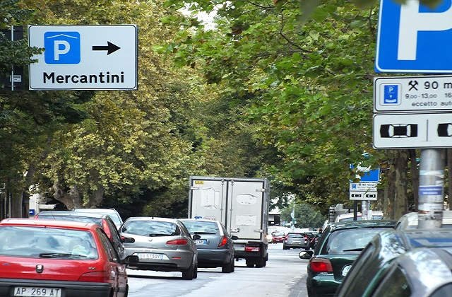Jesi, più parcheggi blu. Bacci: «In Consiglio a settembre»