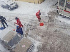 I volontari della Croce Rossa Italiana, comitato di Senigallia, impegnati con l'emergenza neve