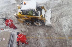 I volontari della Croce Rossa Italiana impegnati con l'emergenza neve