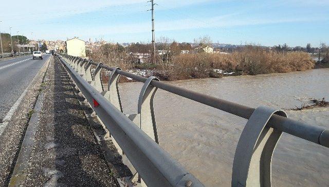 Il fiume Esino a Ponte San Carlo, zona Minonna