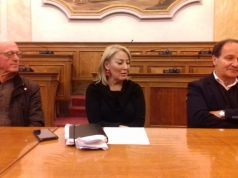 Da sinistra: Michele Campo per il Lions, l'assessora Maria Luisa Quaglieri e Luciano Goffi presidente del Lions di Jesi che ha donato un abbattitore all'associazione Adra