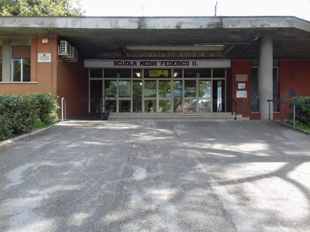 L'ingresso della scuola media Federico II