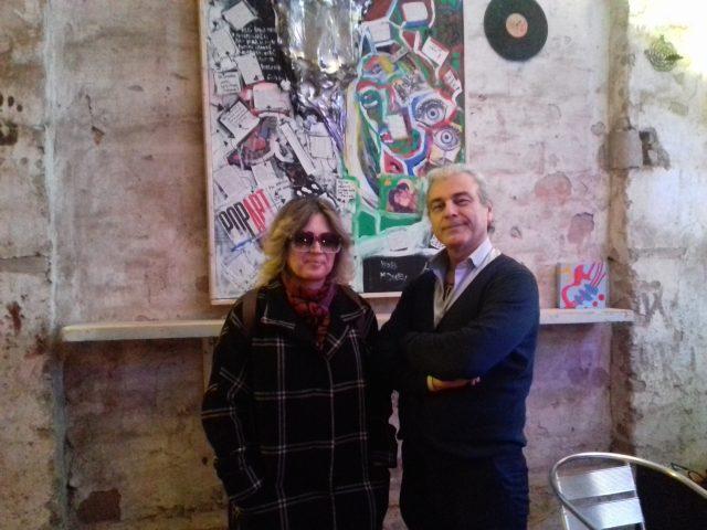 La curatrice e critica d'arte Camilla Boemio e Davide Zannotti dell'Hemingway Cafè