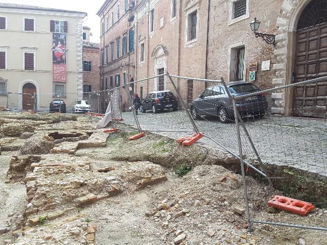 Recinzione Piazza Colocci