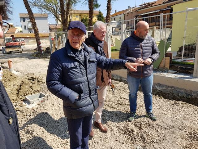 Il sopralluogo dell'amministrazione di Falconara e dell'Erap alla Corte di Castelferretti