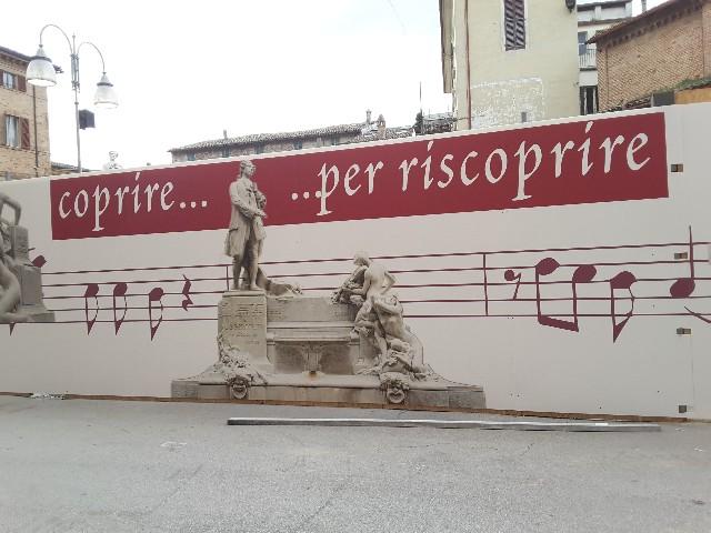 Piazza Pergolesi, pannelli decorativi