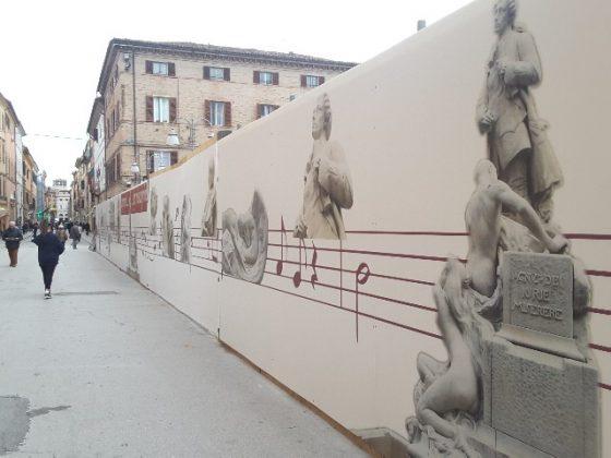 I pannelli decorativi del cantiere di piazza Pergolesi