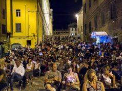 Una delle serate estive organizzate all'Hemingway Cafè di Piazza delle Monnighette