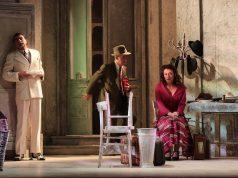 Nella foto di scena: Massimo De Matteo, Gianfelice Imparato, Carolina Rosi (ph Stefano Fortunati)