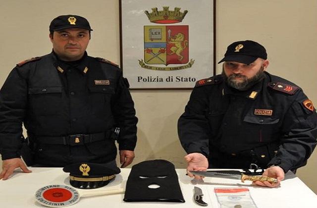 Gli agenti di Osimo con il materiale sequestrato