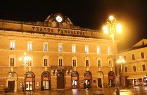 Piazza della Repubblica con il teatro Pergolesi