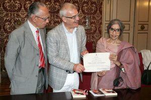 Da sinistra Mario Pianesi con il sindaco di Macerata Romano Carancini (Foto di repertorio)