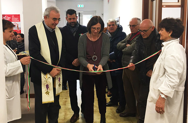 """Taglio del nastro a Senigallia per l'ambulatorio solidale """"Paolo Simone – Maundodé"""""""