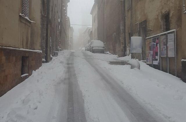 Neve ad Arcevia: le strade innevate