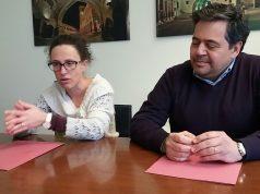 L'assessore Ilaria Venanzoni e Stefano Stopponi di Papaveri e Papere durante la conferenza stampa