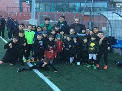 I ragazzini dell'URA Rugby con Totò Perugini