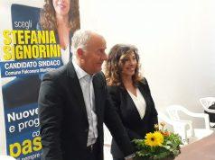 Goffredo Brandoni e la candidata sindaco Stefania Signorini all'inaugurazione della sede elettorale in piazza Mazzini