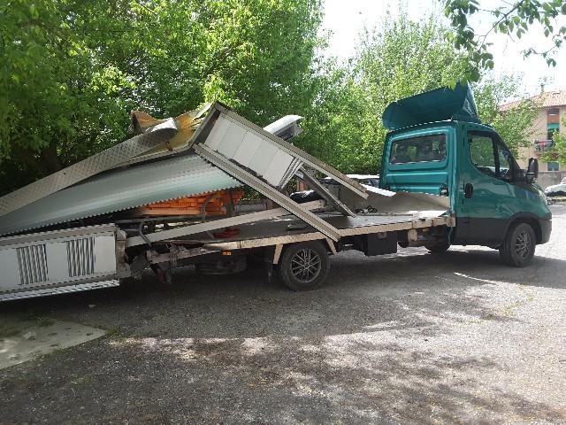 autocarro distrutto