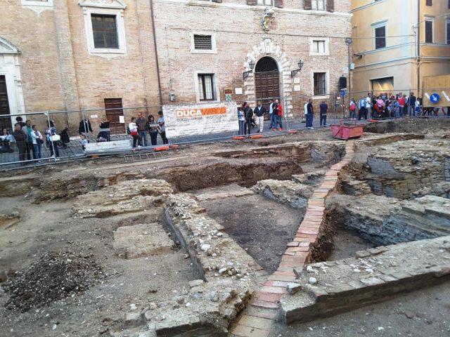 Piazza-Colocci-scavi