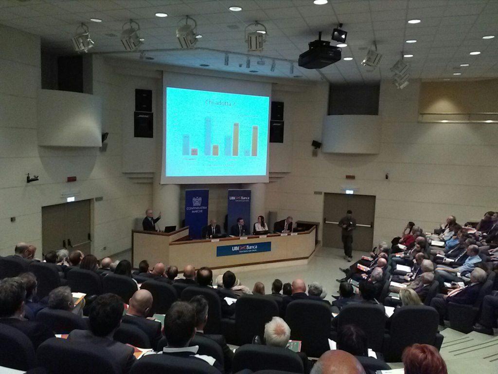Un momento della presentazione del Rapporto 2017 sull'Industria marchigiana al Centro Direzionale Ubi Banca di Fontedamo a Jesi