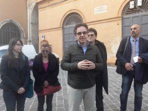 Roberto Cenci al centro con la delegazione convocata in Prefettura