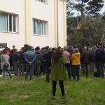 Molte persone sono rimaste fuori della palestra per i funerali di Stefano Pompei