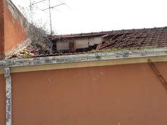 Lo stabile al Vallone di Senigallia di cui è crollata parte del tetto