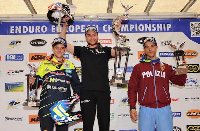 Il podio della prima prova del Campionato Europeo: da sinistra Macoritto, Battig e Micheluz
