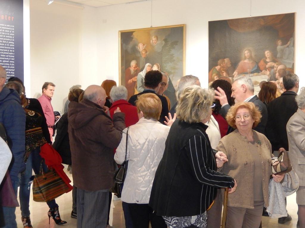 Visitatori alla mostra dedicata a Domenico Luigi Valeri a Palazzo Bisaccioni (foto Anna Vincenzoni)