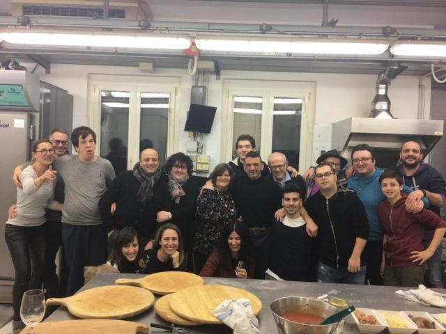 Foto di gruppo nel laboratorio di Frolla