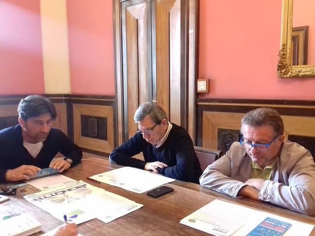 L'assessore allo sport Ugo Coltorti, Armando Stopponi presidente della Uisp regionale e Claudio Coppari presidente del comitato jesino