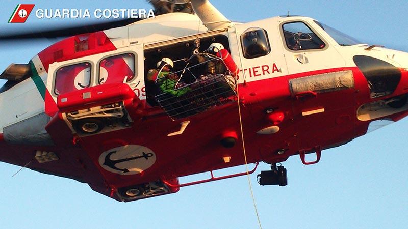 Porto Recanati, pescatore sparito in mare: ricerche in corso