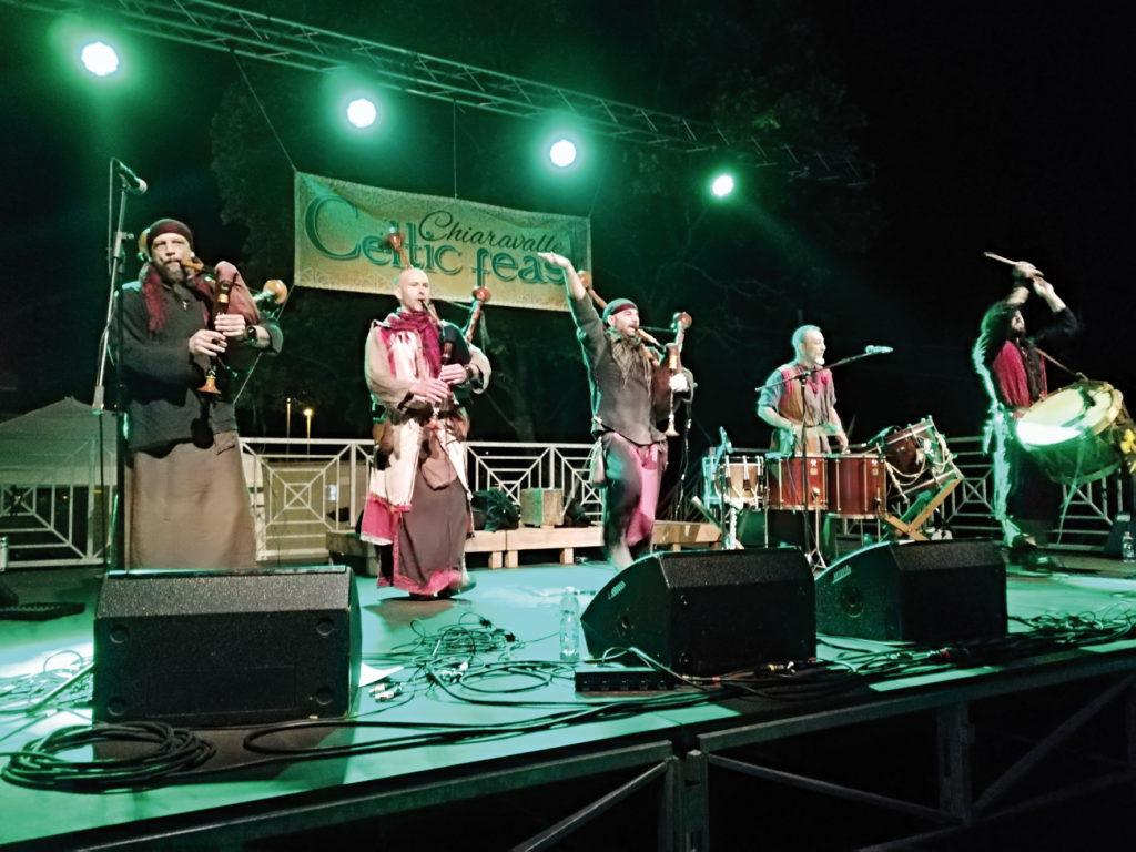 I Barbarian Pipe Band nel concerto di chiusura della prima edizione del Chiaravalle Celtic Feast (Foto di repertorio)
