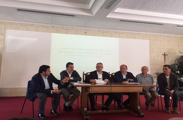 Da sinistra: i sindaci di Recanati e Castelfidardo, il governatore Ceriscioli, il sindaco di Osimo, il vicesindaco di Camerano e l'assessore Pieroni