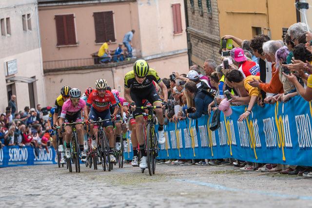 Giro d'Italia 2018, chi fermerà Simon Yates?
