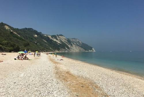 Ancona, spiagge libere: più controlli nel weekend e sanzioni fino a 1.000 euro