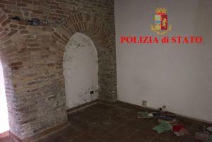 L'interno della sede fatiscente della Consulting srl di Ancona