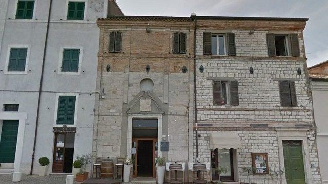 Il locale in piazza Vittorio Veneto