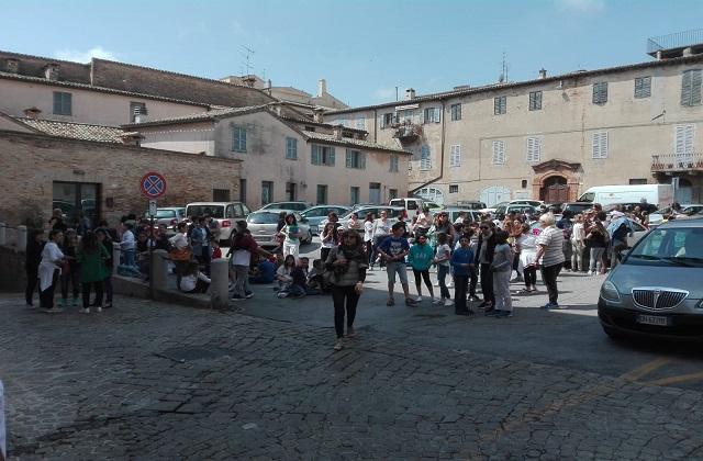 Osimo, il Movimento 5 stelle dona 30mila euro a due scuole osimane