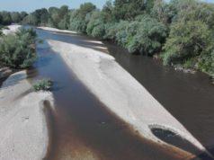 Il fiume Esino marrone