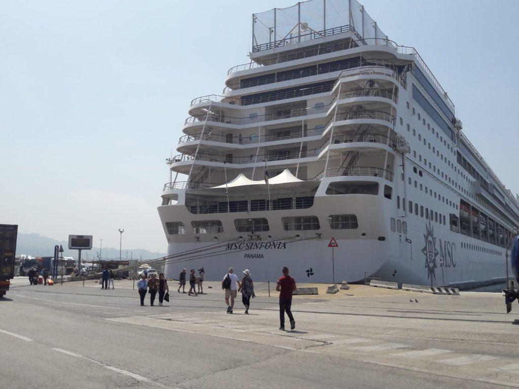 La nave della compagnia Msc Crociere nel porto di Ancona